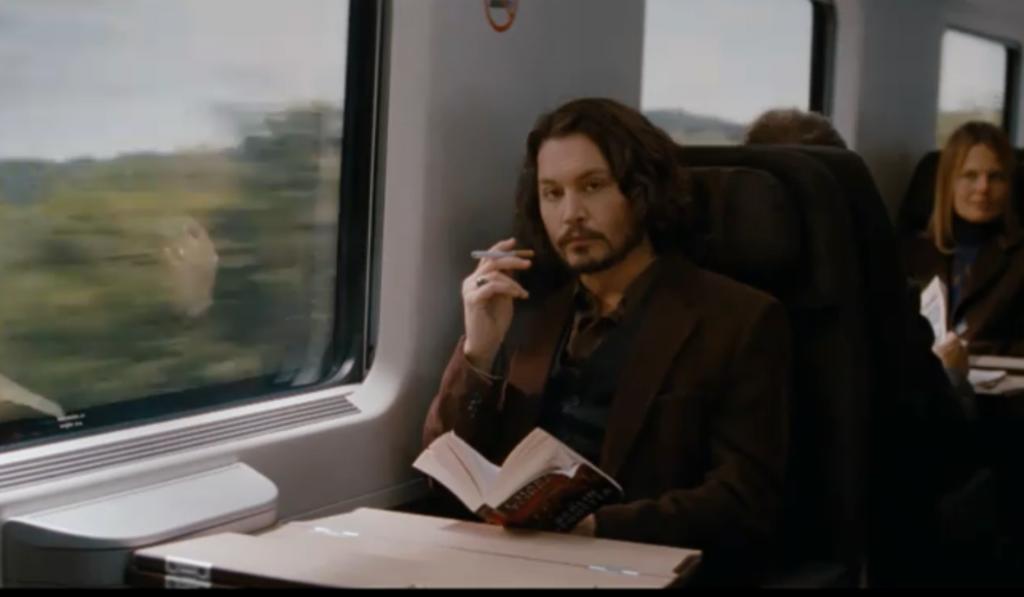Johnny Depp Using e-cigarette